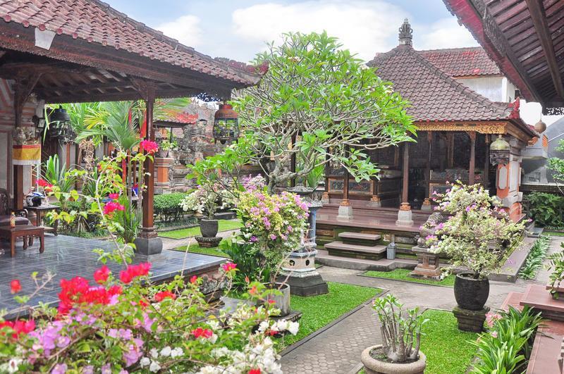 Hasil gambar untuk tradisional house compound of bali