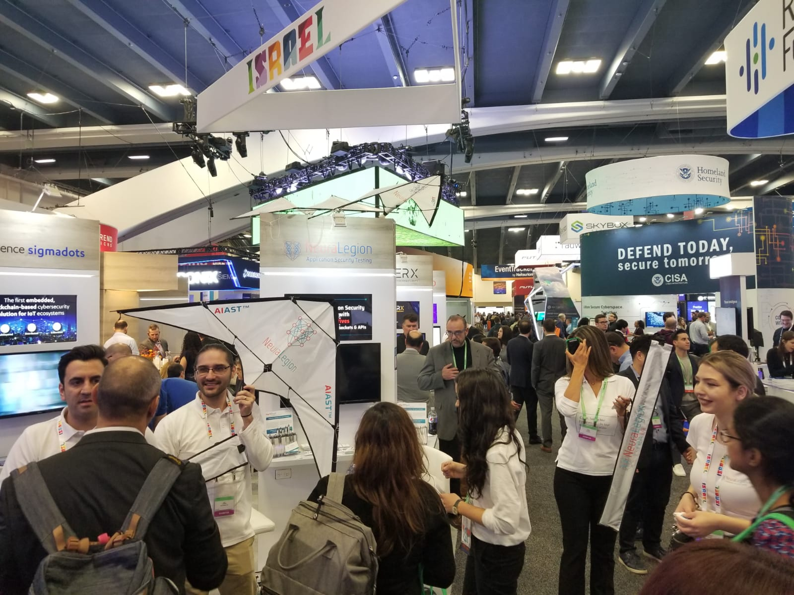 NeuraLegion team and our kites at RSA Conference