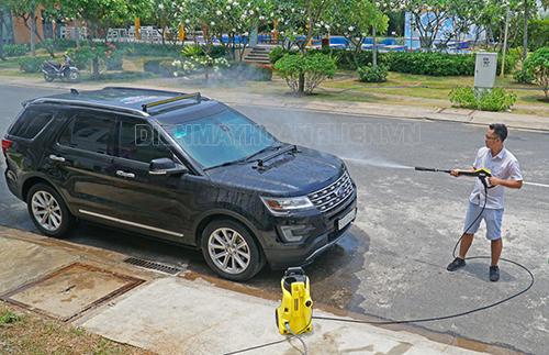 Cách rửa xe ô tô tại nhà tiết kiệm