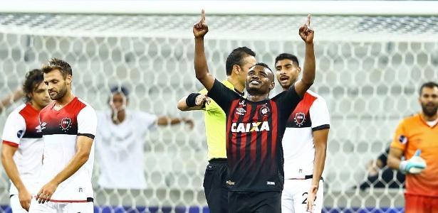 https://conteudo.imguol.com.br/c/esporte/ad/2018/05/08/nikao-comemora-gol-do-atletico-pr-contra-o-newells-old-boys-na-copa-sul-americana-1525810832521_615x300.jpg