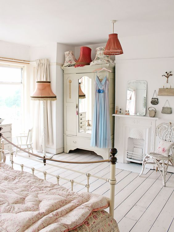 Bring Cozy Ambiance to Your Princess Bedroom With A Floor Lamp