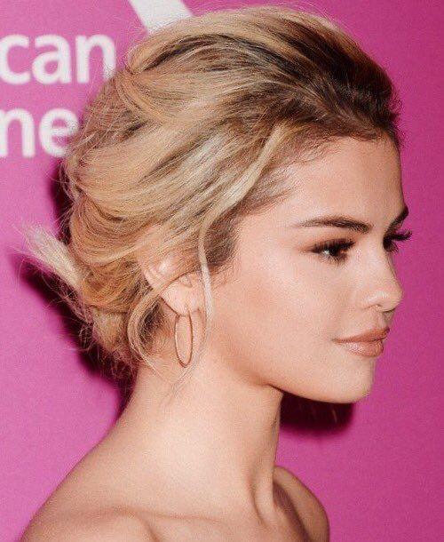 Selena Gomez pink carpet #WomenInMusic