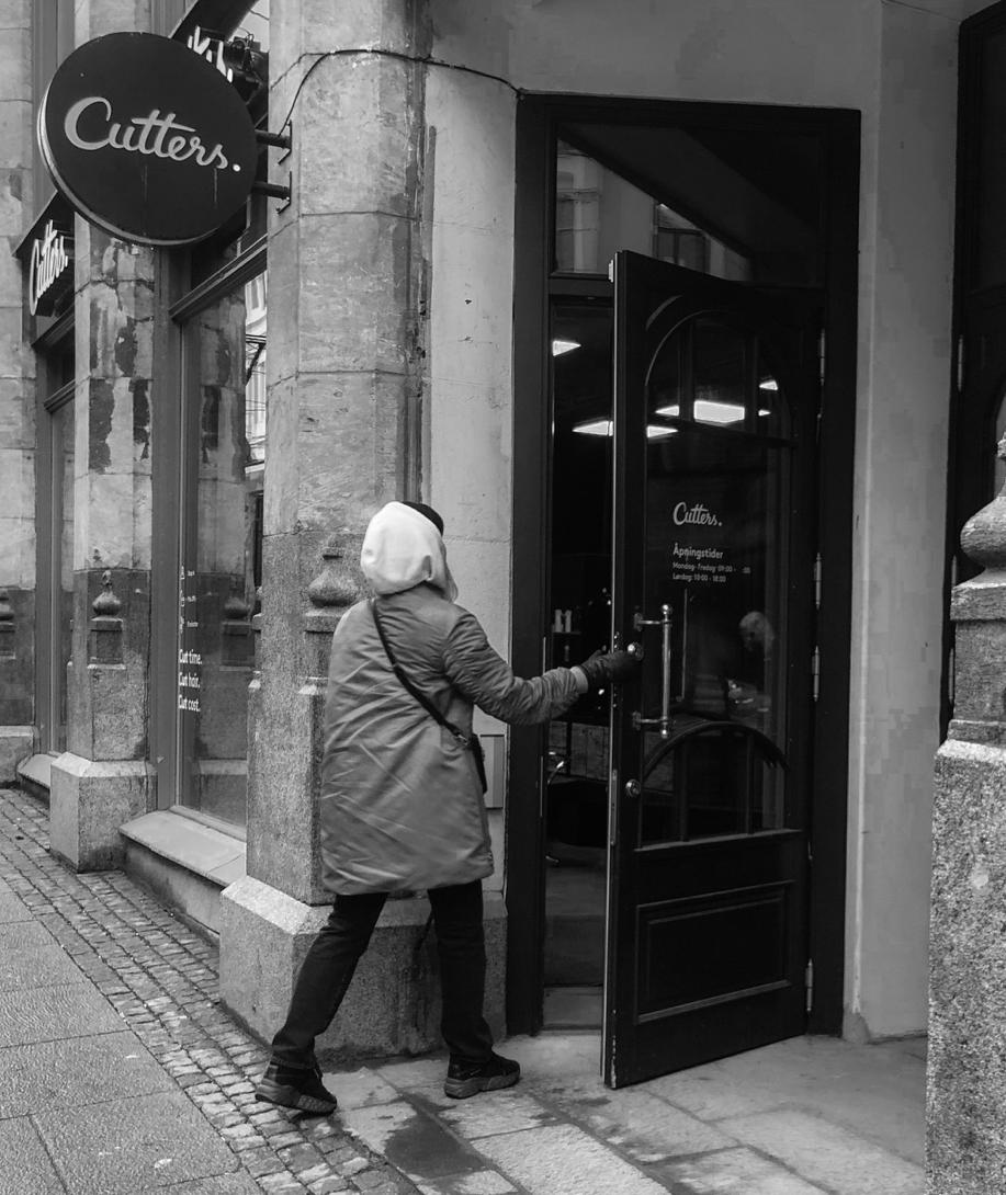 A women entering a Cutters salon