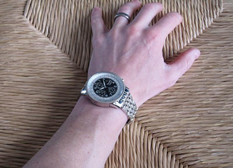 http://img641.imageshack.us/img641/2726/wristshotbracelet2.jpg