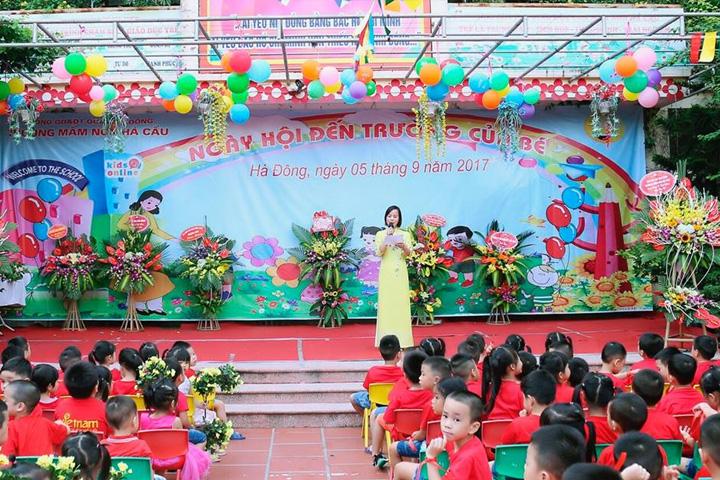 Sân khấu nhà trường