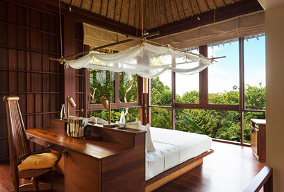 Room surrounded by greenery on all sides at the hotel in Ko Samui