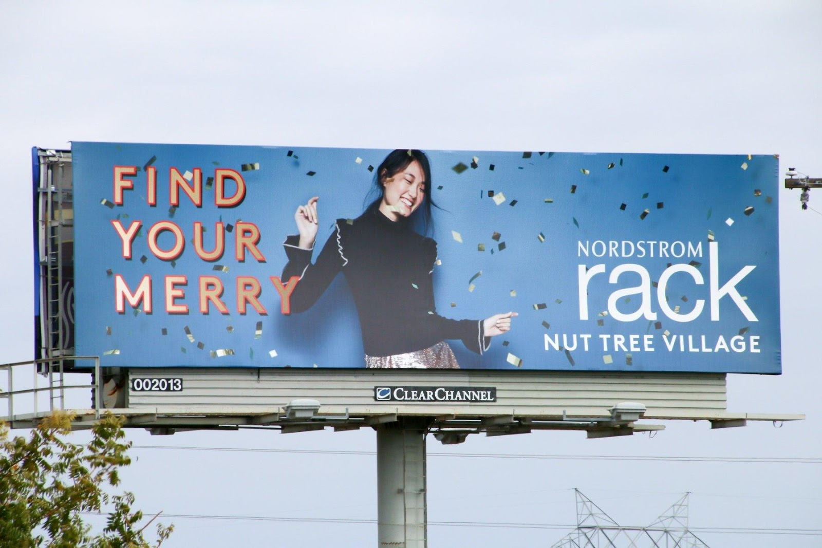 Outdoor Advertising Drives Holiday Shoppers to Retail