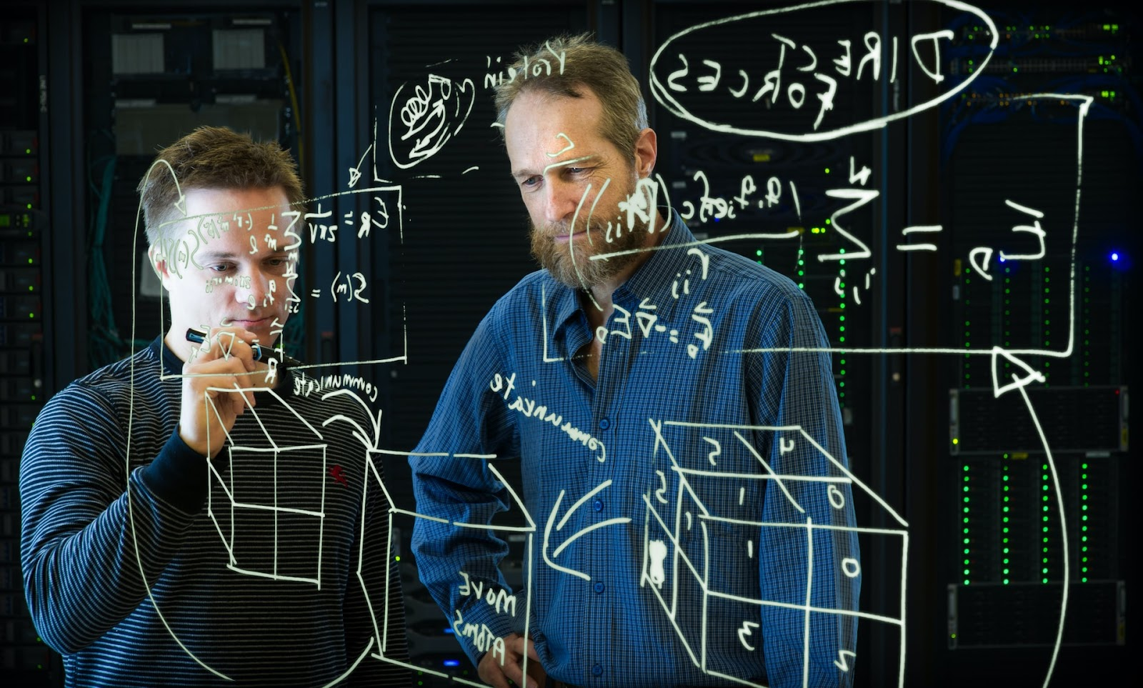 Além do estágio no ensino, o aluno precisa desenvolver uma pesquisa no TCC (Imagem: Science in HD/Unsplash)