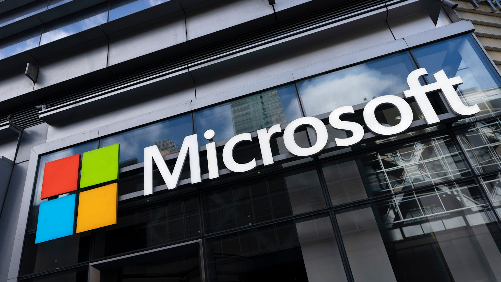 Microsoft yêu cầu nhân viên Mỹ phải tiêm vaccine phòng COVID-19 đầy đủ