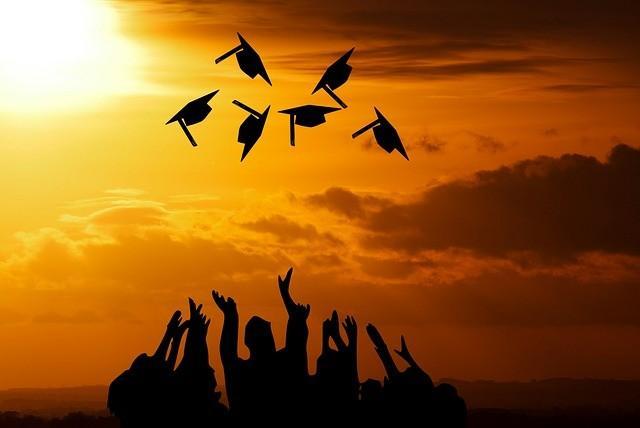 C:\Users\usuario\Desktop\graduation-3649717_640.jpg