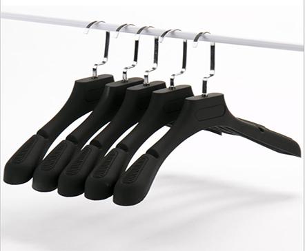 Mua móc treo quần áo phù hợp với từng loại quần áo