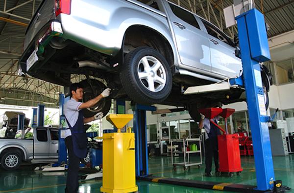 ศูนย์บริการที่มีมาตรฐาน จะทำให้ผู้ใช้อุ่นใจว่าหลังจากซื้อรถไปแล้ว จะยังไม่คนช่วยดูแลรถให้ยามที่รถมีปัญหา