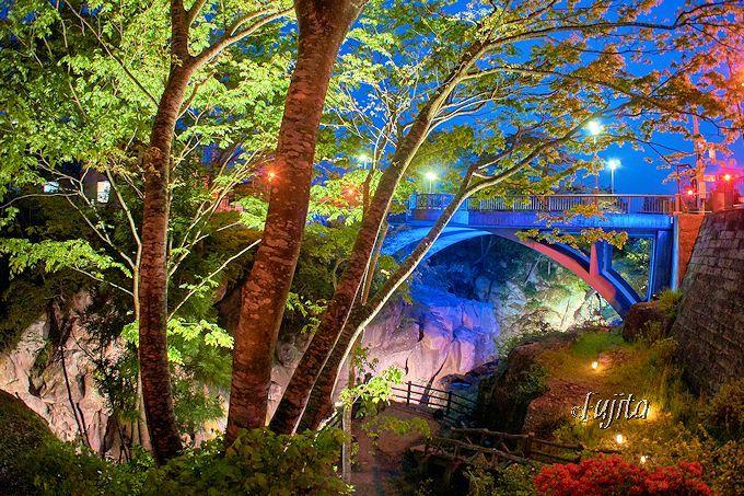 夜の渓谷が大変身!秋保温泉「磊々峡ライトアップ」(宮城)