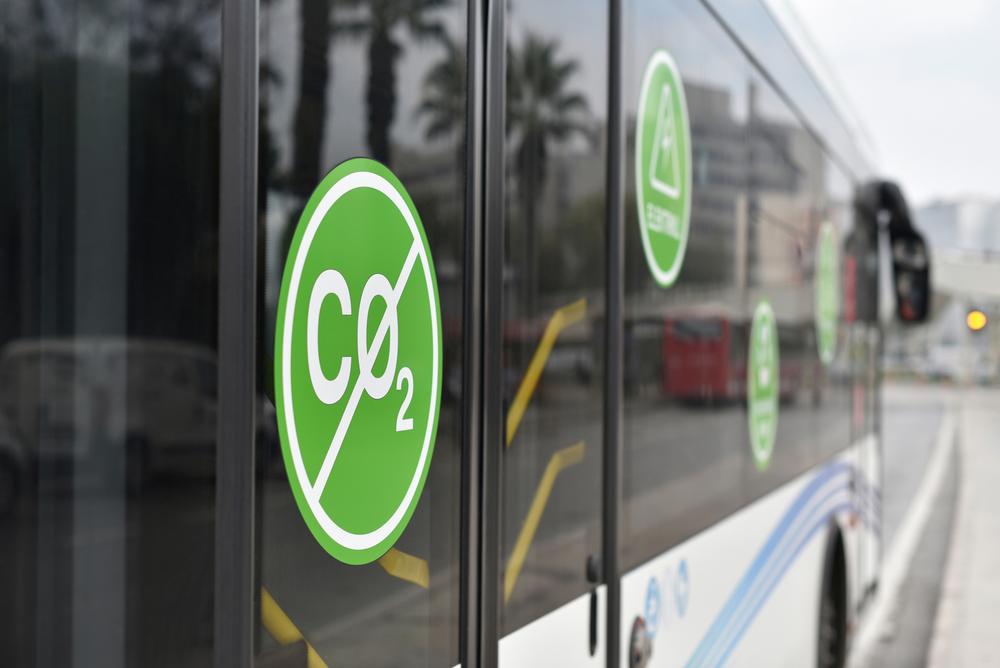 Veículos elétricos não emitem gases de efeito estufa para se locomover. (Fonte: Shutterstock)