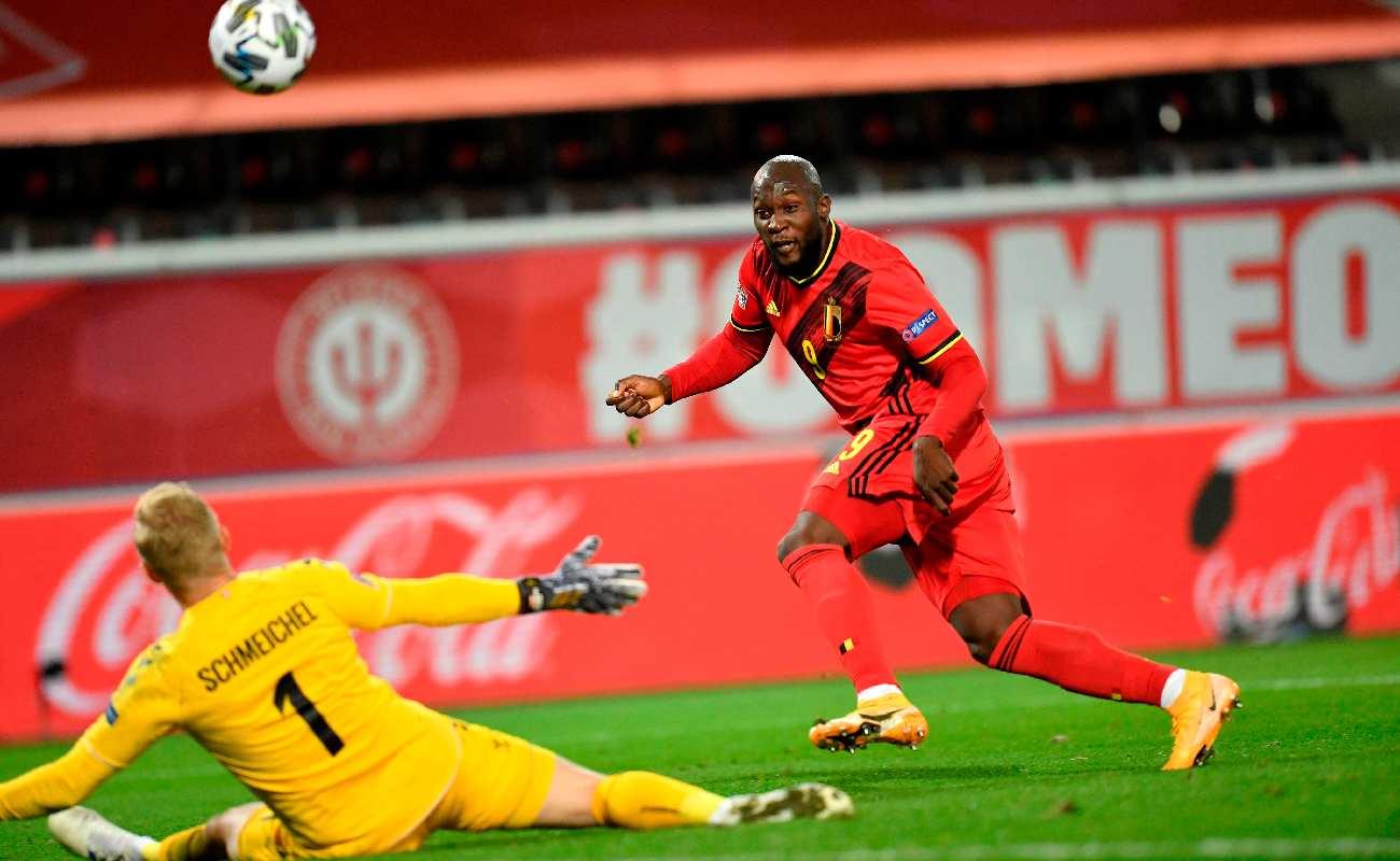 Alt: Romelu Lukaku of Belgium chips the ball over Denmark's Kasper Schmeichel - Photo by JOHN THYS/AFP via Getty Images