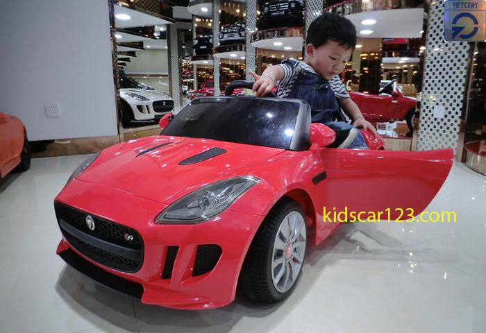 Xe ôtô điện trẻ em - DMD218 màu đỏ tươi
