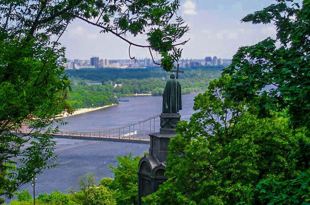 Вид з Володимирської Гірки на Дніпро та Лівий берег Києва