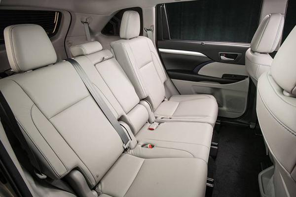 2019-Toyota-Highlander-backseat