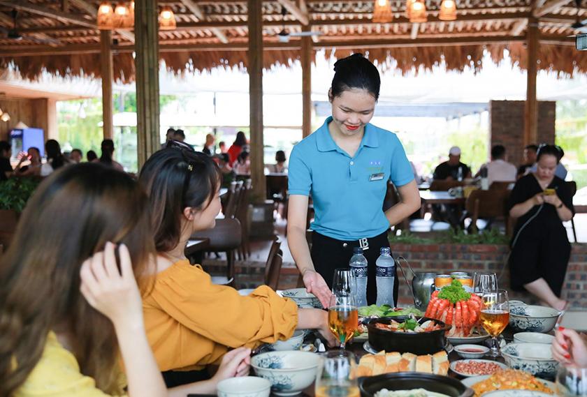 Nhà hàng Hương Biển Phục Vụ Chu Đáo