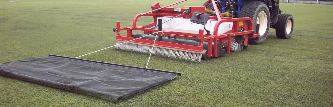Illustration de Entretien d'un gazon artificiel pour les surfaces football turf