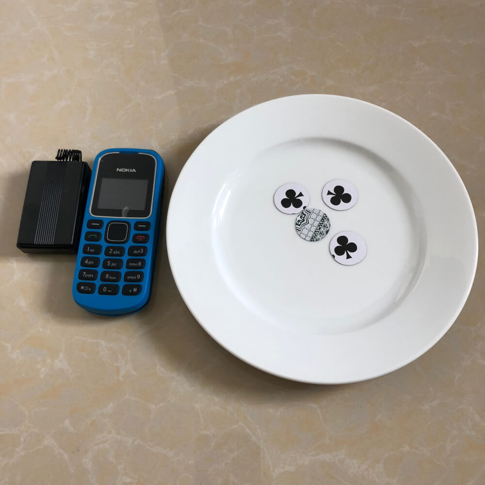 Một loại thiết bị hỗ trợ gian lận trong xóc đĩa