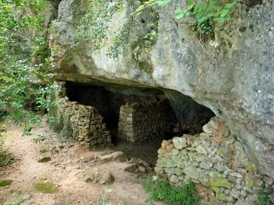 """Résultat de recherche d'images pour """"grottes en forêt provençale"""""""