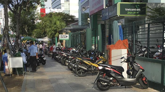 Bảo vệ giữ xe giúp duy trì nếp sống văn minh đô thị