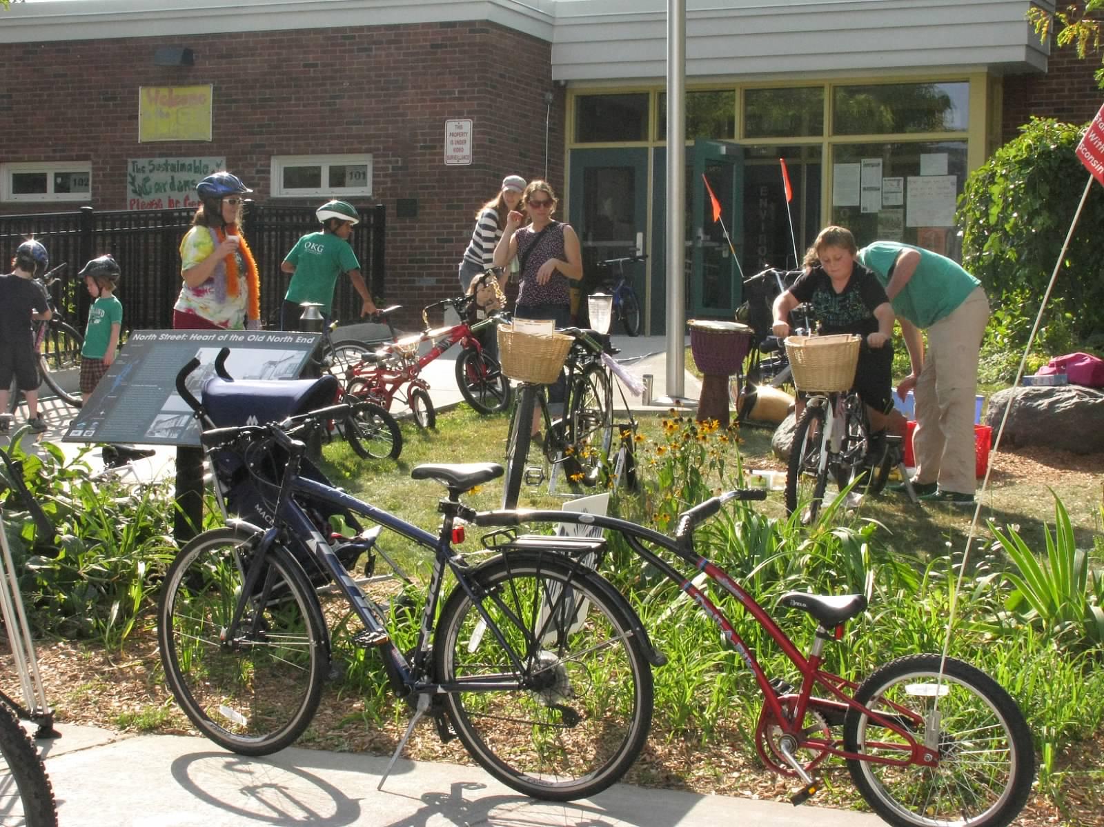 20140921_BMines 011 OpenStreets-BarnesSchool_BikeSmoothies.JPG