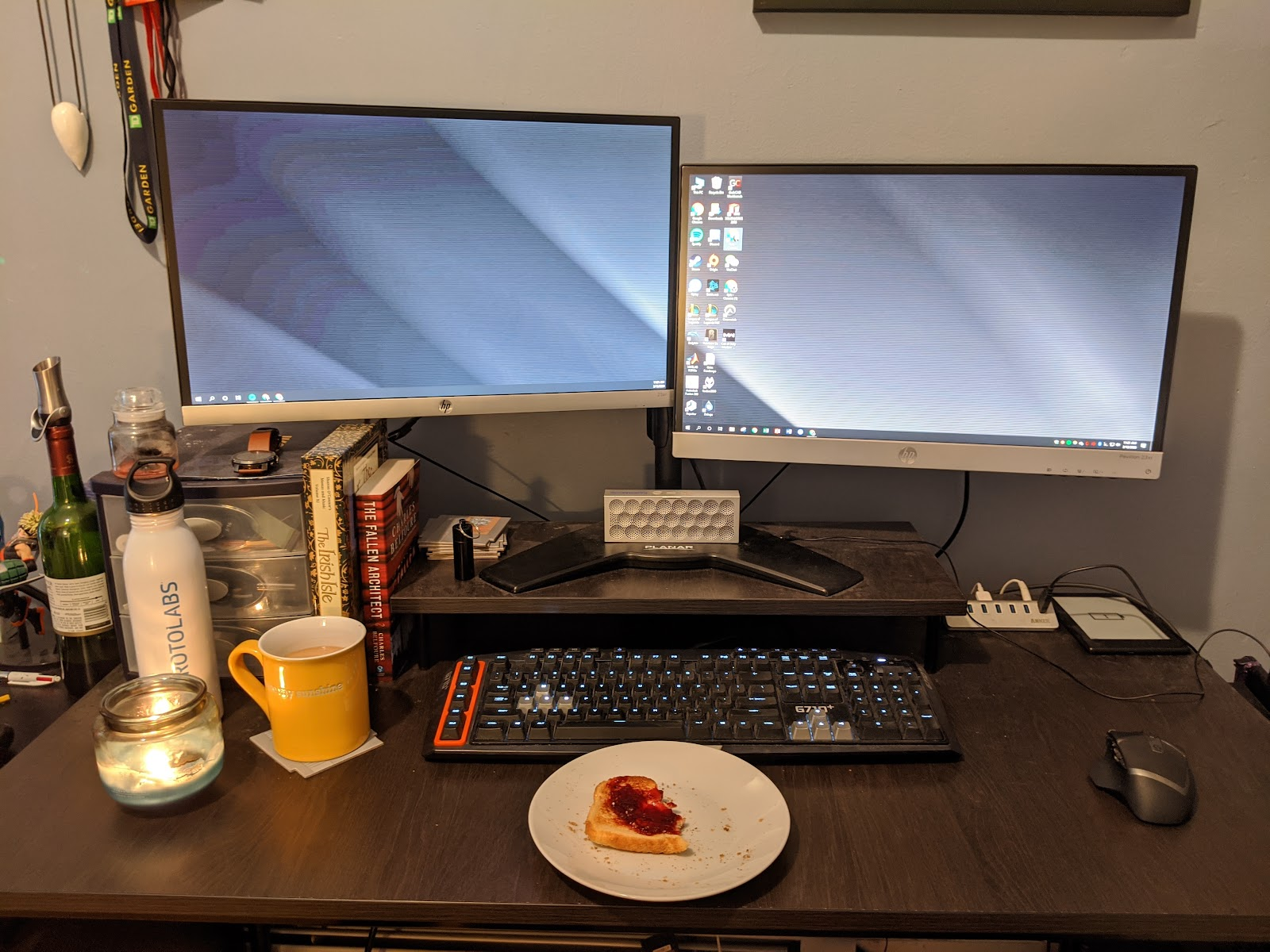 Double monitor work station