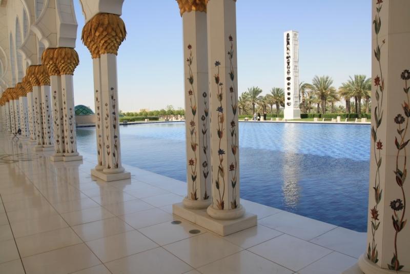 Колони в Мечеті шейха Зайда