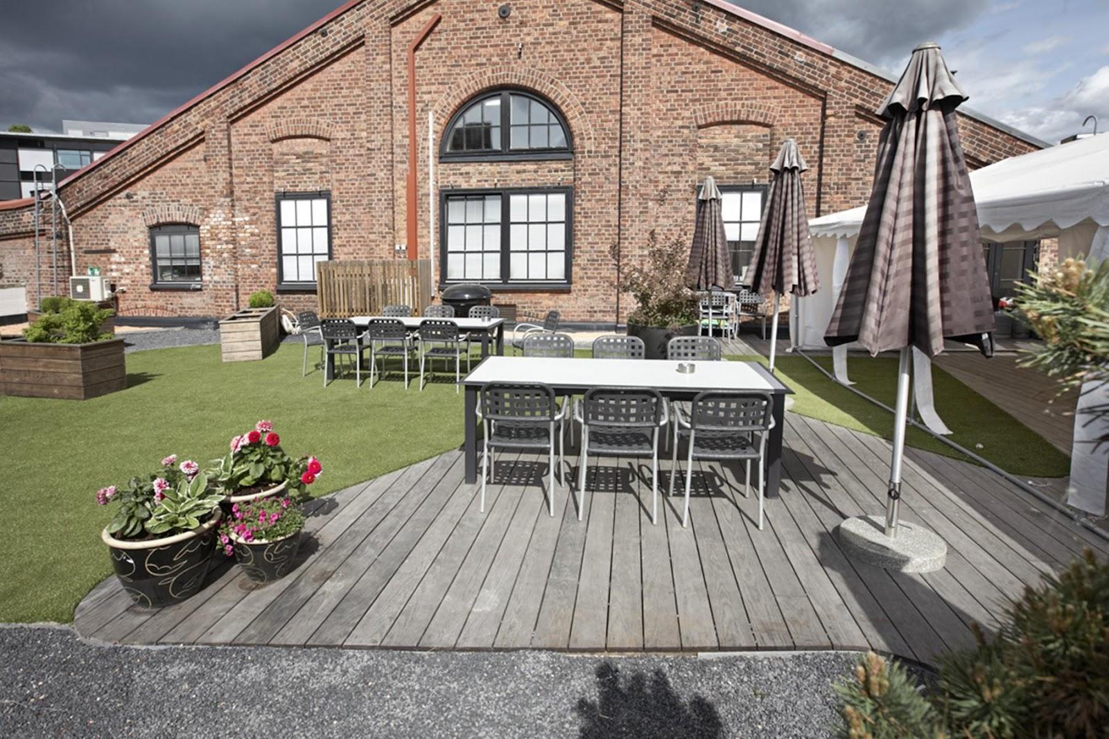 Forskellige materialer kan skabe et dynamisk udtryk på terrassen