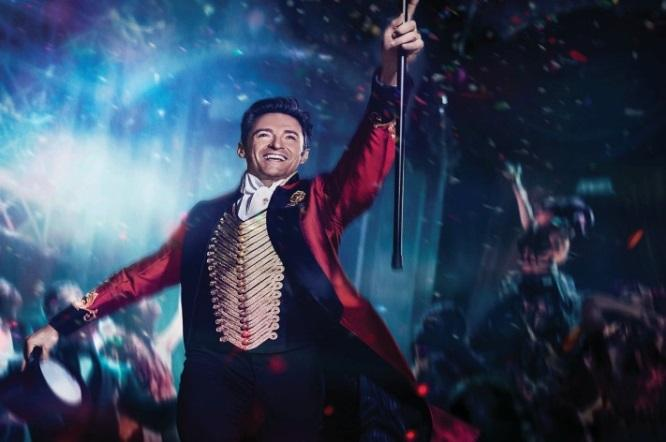 https://yespress.co.il/fotoweb/cache/5001/Pictures_1/2018/05/08/greatestshowman_intl_2sheet_campc_ka.t5af1b13d.m1600.xsEt0o_3K.jpg