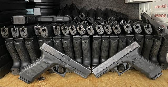 Glock 22 Gen 4 in Safe