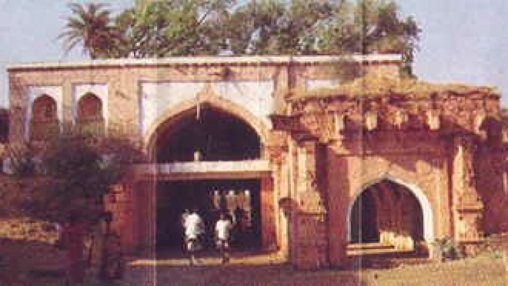 This picture contains old view of Belgaum/Belagavi Fort