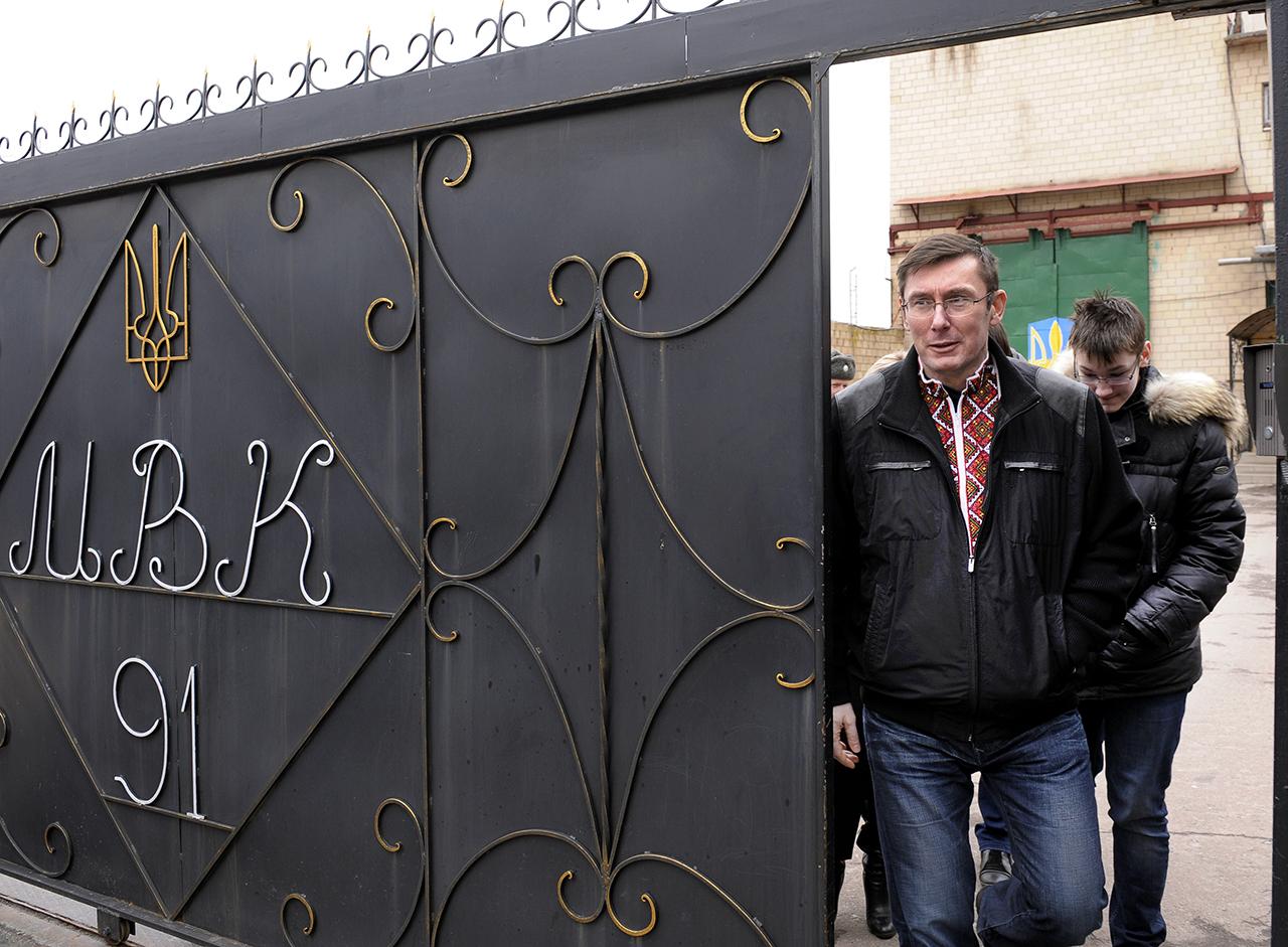 07 апреля 2013. Луценко выходит на свободу