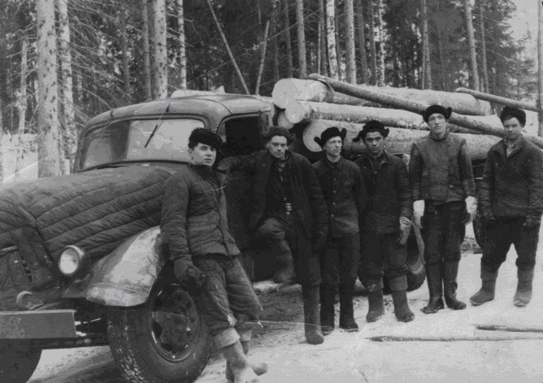 Krymskye-tatary-na-lesopovale-v-mestah-spetsposelenyj-2-ya-pov-1940h.jpg