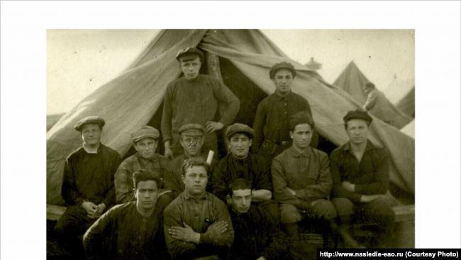 """Первые переселенцы – члены коммуны """"Икор"""". 1928 год"""