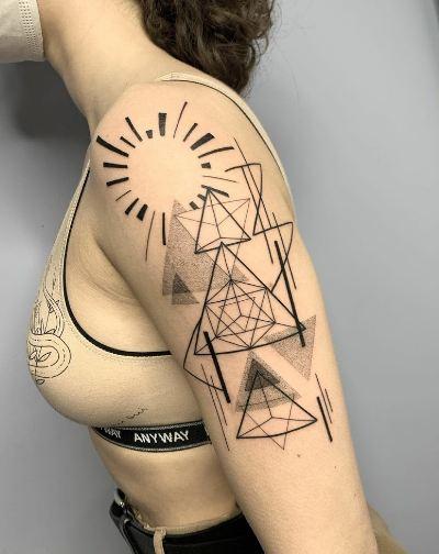 1. ประเภทรอยสักบ่งบอกความเป็นศิลปะบนร่างกาย Geometric