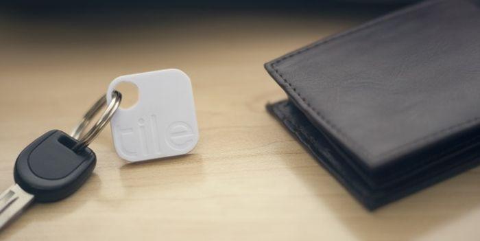 GPS-брелок для ключей или кошелька, который можно отследить с помощью смартфона дизайн, идея, креатив